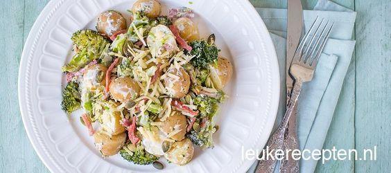 Heerlijke en goedkope manier om een aardappelsalade te maken met o.a. spekjes en broccoli