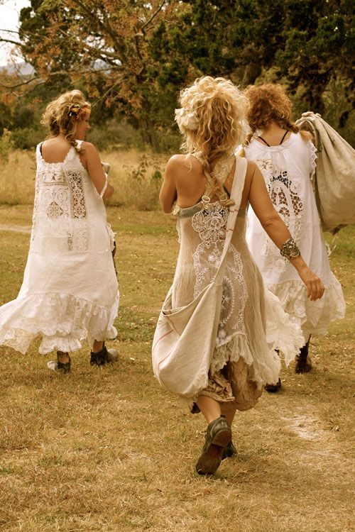 there is just something about the gypsy look that i absolutely love. her hair, dress, and bangle is gorgeous.