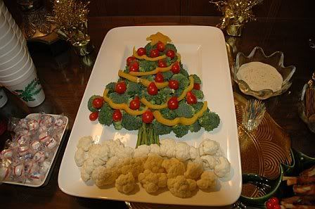 Really cute holiday veggie trays