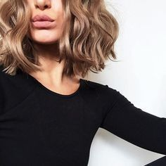 Chopped bob hairstyle with loose waves