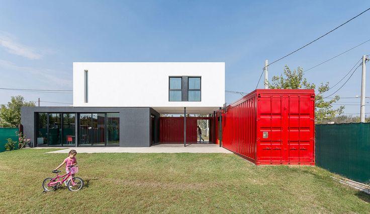 Maison contemporaine en containers dans la banlieue de Cordoba en Argentine, Une-15-05-container-house #construiretendance