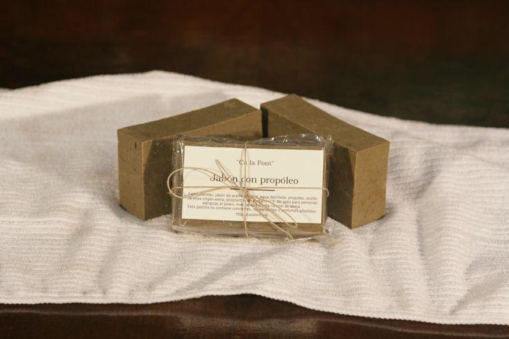 Pastilla de jabón de aceite de oliva con propóleo para el acné.