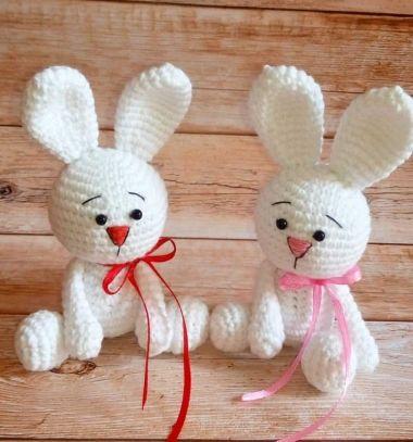 Little white sitting crochet bunny (free amigurumi pattern) // Kicsi fehér ülő amigurumi nyuszi - ingyenes horgolásminta // Mindy - craft tutorial collection // #crafts #DIY #craftTutorial #tutorial