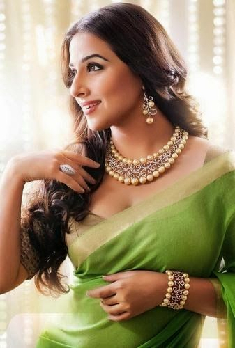 Jewellery Designs: Vidya Balan South Sea Pearls Necklace
