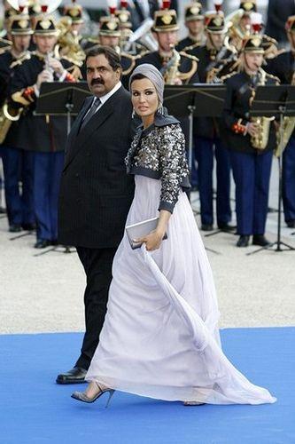 Sheikha Mozah bint Nasser Al Missned of Qatar. head wrap   turban