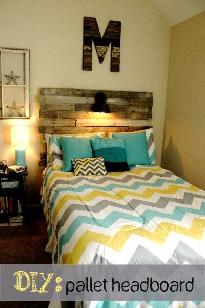 DIY Pallet Bed Headboard--Super Easy!  actually I just love the colors and thats all!