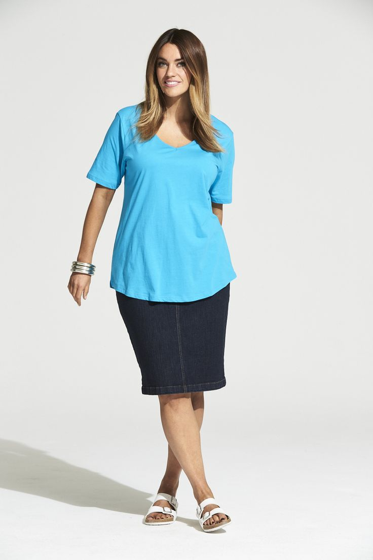 Vee Neck Curved Hem Tee in Summer Turquoise  #mysize #plussize #fashion #plussizefashion #summer #newarrivals #outfit