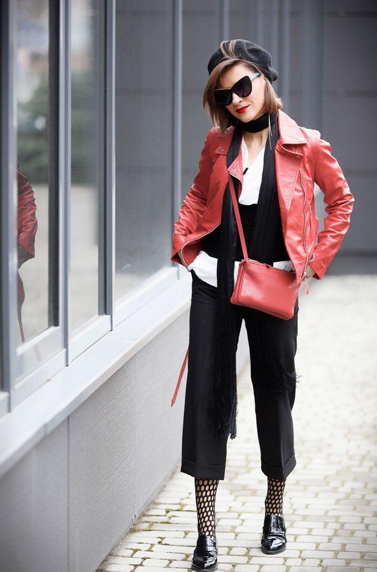 rote Bikerjacke-Outfits, Outfits für eine rote Bikerjacke, Netzstrumpfhosen-Outfits, Pariser Chic-Style-Ideen,