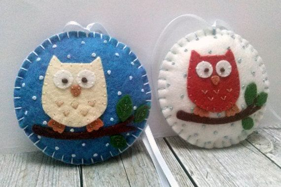 Felt Christmas ornaments - Owl decorations, Woodland Christmas decor / wool blend felt/ white background  This listing is for 1 ornament  Size about 8 cm Material wool blend felt  Handmade from felt with high precision and great care Please note that ornaments are decorated on one side only. Other side is solid white.  For more Christmas ornaments visit my Christmas section https://www.etsy.com/shop/DusiCrafts/items?ref=hdr_shop_menu&section_id=15537694…