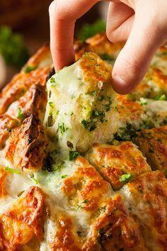 Ποιος αντιστέκεται σε μια λαχταριστή πίτσα με αφράτη ζύμη και μπόλικο λιωμένο τυρί, ένα καλοφτιαγμένο σαγανάκι, ένα πιάτο με μοσχοβολιστά ορεκτικά ή ακόμα και μια τυρόπιτα με τραγανό φύλλο; Κακά τα ψέμματα, όπου το τυρί όπου έχει την τιμητική του δεν μένει μπουκιά και οι παρακάτω προτάσεις θα εξαφανίσουν οποιαδήποτε αμφιβολία.