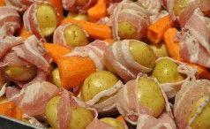 Svinekotelet med baconkartofler, bagt grønt og sennespdressing
