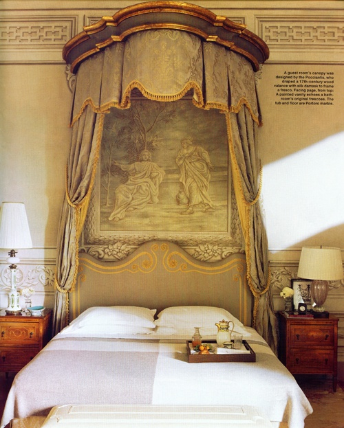Room, 15th century Tuscan villa.
