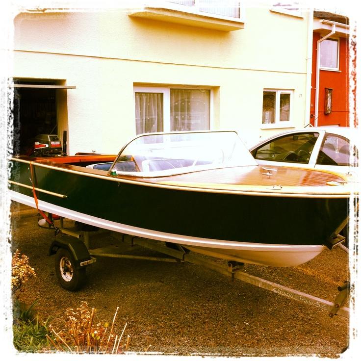 1964 Viscount Deluxe Wooden Speedboat by Jack Broom, England. http://www.boatpicturesz.com