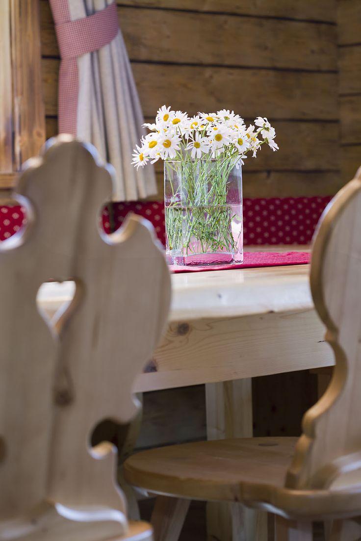 Essbereich im Chalet // Dining area in the chalet