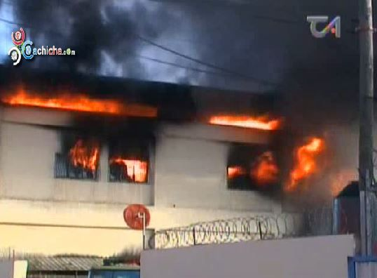 Incendio De Almacén Ferretero En Sto. Dgo. Pone A Prueba Al Cuerpo De Bomberos #Video