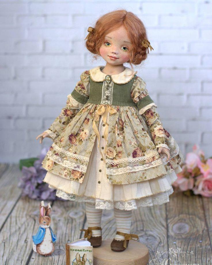 Энни, как и все маленькие девочки, любит сказки. Ведь счастливый конец это вовсе не конец, а начало! Начало новых приключений, чудес и волшебства ✨ #кукла #текстильнаякукла #авторскаяработа #мастеркукол #ярмаркамастеров #коллекциякукол #любимаякукла #коллекционер #уютвдоме #уютныйдом #подарок #дизайн #искусство #красота #нежность #неженки #еленанегороженко #рукоделие #вдохновение #мастериркутск #artwork #dollcollection #dollphoto #doll #textile #fabricdoll #design #handmade #livemaste...