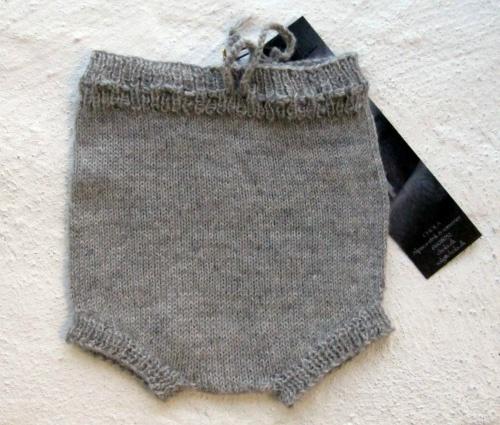 Babybukser strikket i skøn ren Alpaca uld. Dejlig blød til babyer.