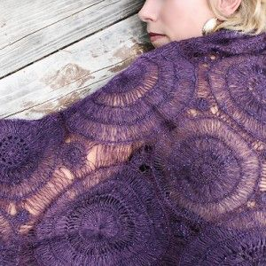 Klimt shrug.....I think I want to make this!  And yes, I know I posted a crochet pattern in the knitting board.....