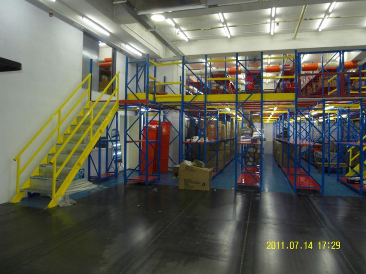 Mezzanine racking can help you to make full use of the warehouse space. Suitable for mall quantities, many items (artwork, drywall, excess goods)