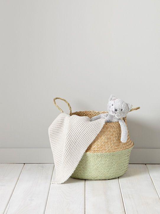 On aime les coloris pastel qui apportent une touche déco à ce panier en osier.Rangement utile qui se transforme pour proposer 2 tailles et 2 styles d