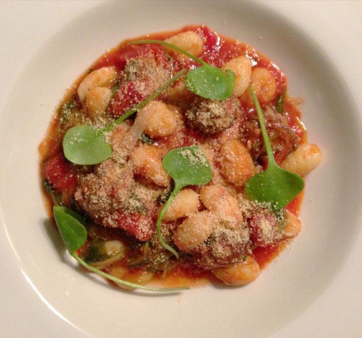 Gnocchi met postelein, tomaat en knoflook-salie gehaktballetjes | Francesca Kookt