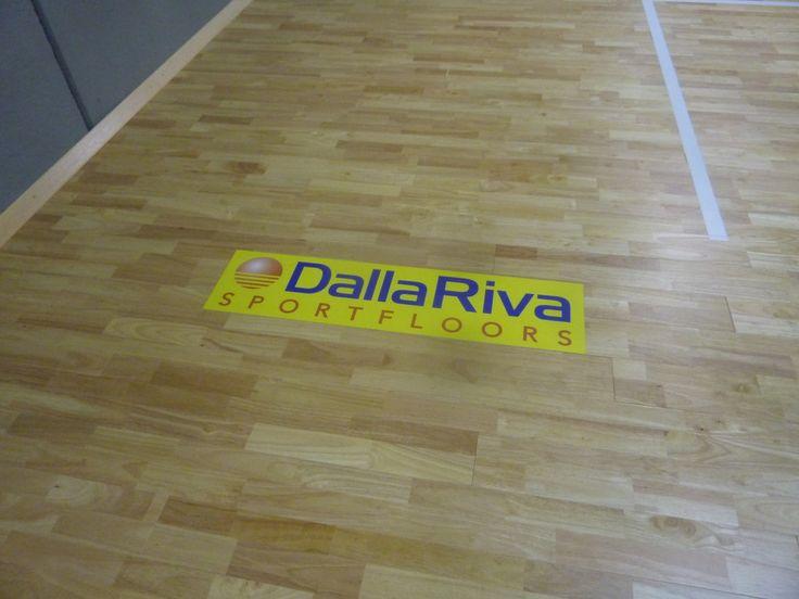 La scritta Dalla Riva Sportfloors campeggia sul nuovo pavimento sportivo in #hevea