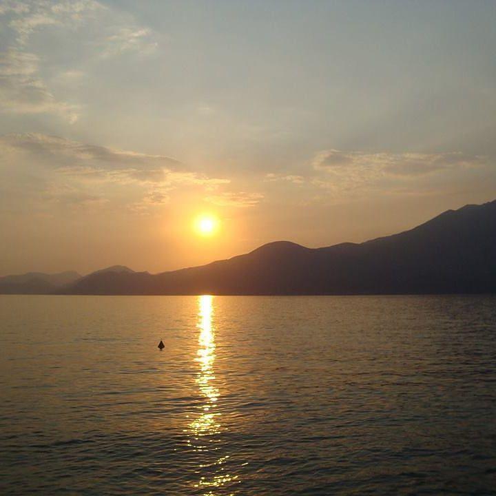 #tramonto #veneto #verona #nebbia #smoke #brush #paint #portrait #bellezza #arte #dipinti #brescia #lombardia #trento #trentinodavivere #bardolino #lazise #love #amore #poesia by christianmelloni