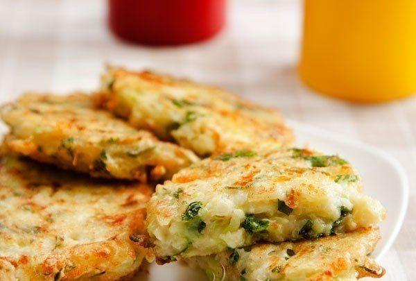Hľadáte nápad na výborný a rýchly obed či večeru? Máme pre vás recept na cuketovo – syrové karbonátky. Nájdete ho tu: http://www.tojenapad.sk/fotopostup-cuketovo-syrove-karbonatky/#prettyPhoto  #recept #recipe #karbonatky # vegetablepatties #cuketa #zucchini #syr #cheese #tojenapad