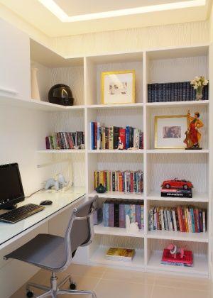 Escritório no quarto de empregada. Foto: Marcelo Negromonte/ Divulgação