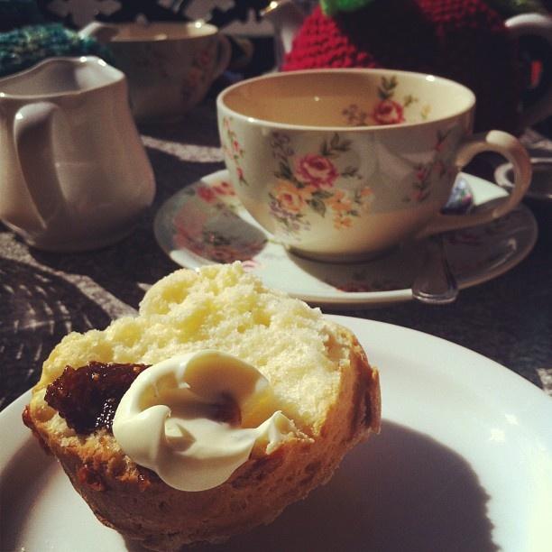 .@jennyan90 | Fig & ginger jam @heatherino @theteacosy #theteacosy #scones #tea #figjam