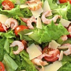 Salada de camarão com alface