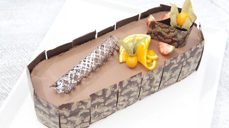 Sjokolademousse-kake med sitrusfromasj og nøttebunn
