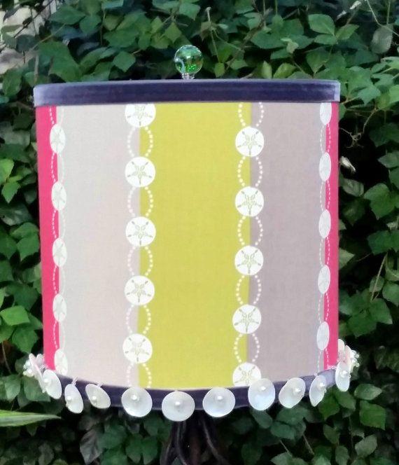Lampe abat-jour tambour corail Olive clair et foncé Dollar de sable gris crème rayé coton tissu gros grain gris velours ruban coquillage perle perle garniture