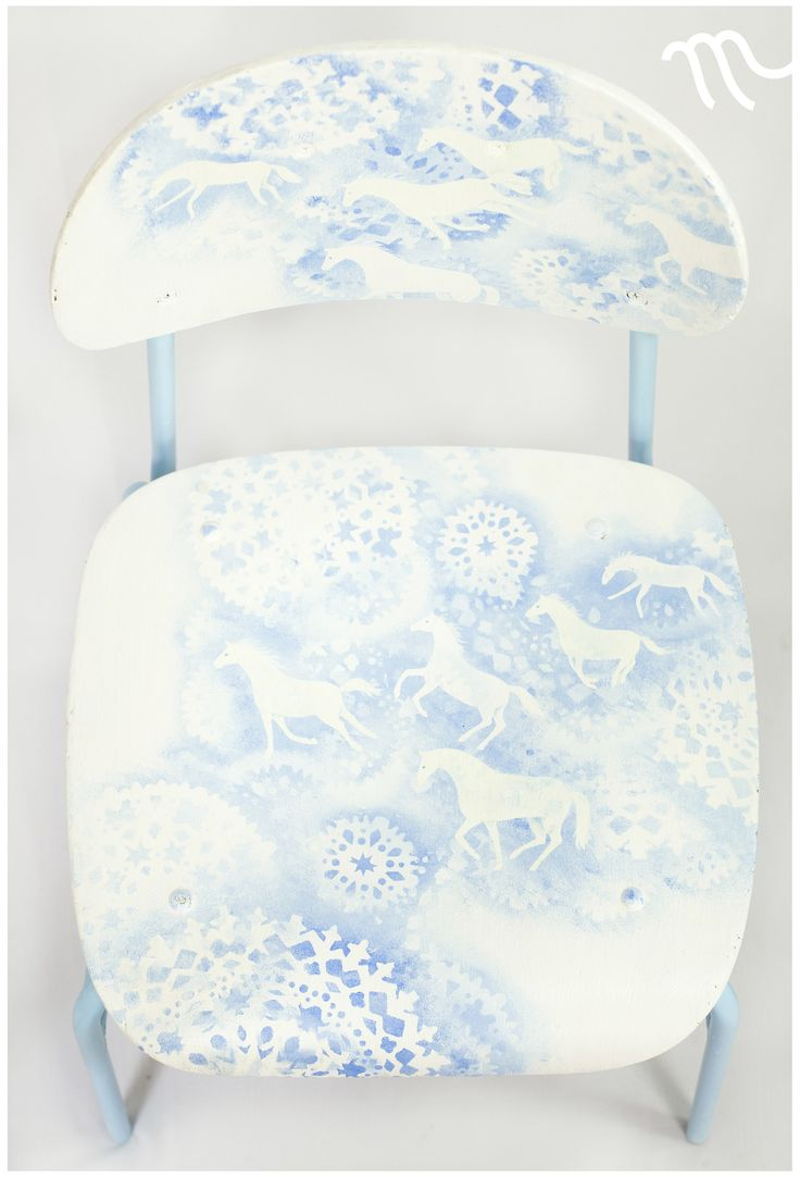 Koně+pro+sněhovou+královnu+Ručně+malovaná+autorská+židlička.+Ve+tmě+světélkuje+(viz+foto).+Výška+sedátka+je+40+cm+nad+zemí.+Sedátko+je+prostorné+(38+x+39,5+cm).+Recyklovaná,+pohodlná,+stabilní,+odolná.+Použité+barvy+mají+atest+na+použití+pro+dětské+hračky.+Židle+je+opatřena+minimálně+třemi+vrstvami+bezbarvého+krycího+laku+proti+ošoupání.+K+prodeji+pouze...