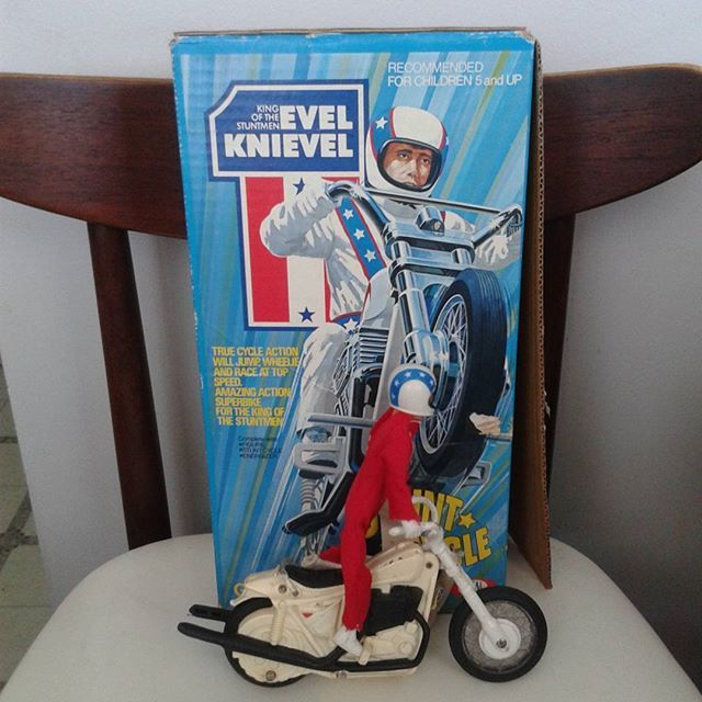 Vintage Evel Knievel, motorcycle and launcher. #evelknievel #stuntman #vintagetoy #toy #retro #vintage #motorcycle #rolypolyrecords #niagarafleamarket #brokenbones