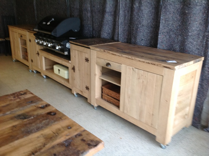 Outdoor kitchenette & cooking
