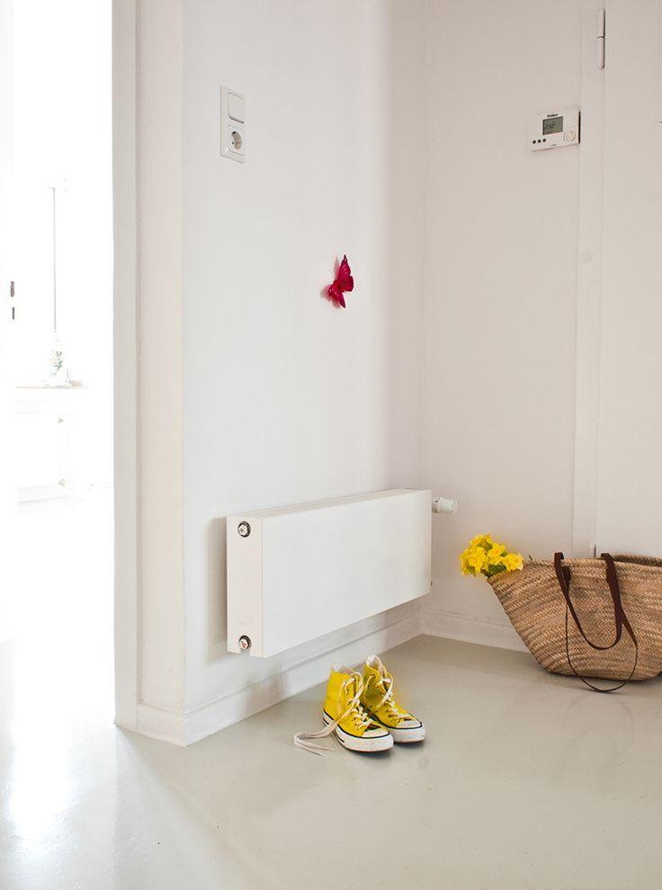Inredningtips hall och entré? Hallen är det första man möts av i hemmet. Ändå glöms ofta radiatorn bort i just detta rum. Golvvärme är naturligtvis en bra lösning i hallen, eftersom den torkar upp blöta golvytor.