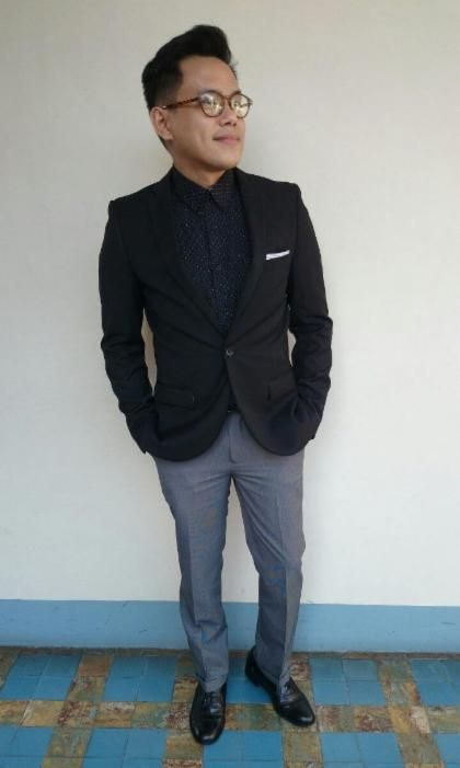 Trying on dark monochrome for a daytime look. Unorthodox, but worth a shot.  Suit jacket by Topman, Polka dot shirt and trousers by Manila brand Sahara,  ...