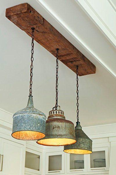 Lámparas colgantes hechas de latas de aceite. Foto: brookewagnerdesign.com