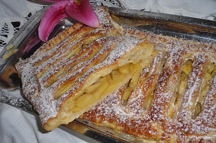 Tarte de maçã rápida - http://www.sobremesasdeportugal.pt/tarte-de-maca-rapida/