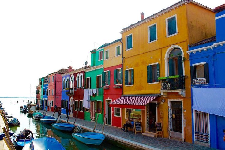 "Burano, Venice, Italy 🇮🇹 _shutterbug_ (@_shutterbug_bec_) on Instagram: ""My happy place 🌈 #buranoitaly #burano #buranovenice #venice #italy #buranocolors #buranoisland…"""