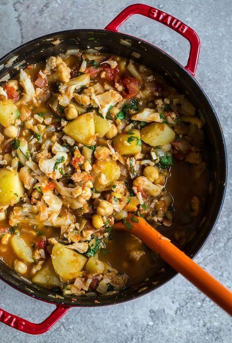 Cauliflower, potato & chickpea curry | @styleminimalism