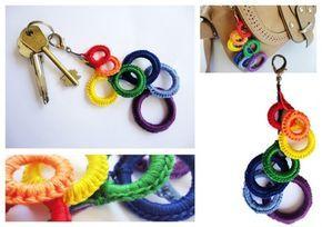 Llavero tejido al crochet colores archo iris   Feria Central