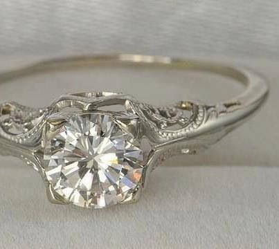 Beautiful intricate design on the sides of the main set stone along the band! Love the uniqueness of it! 2/17/2014