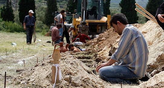 """'Maden faciası' konulu Cuma Hutbesi: Kader sorumluluğu ortadan kaldırmaz 'Maden faciası' konulu Cuma Hutbesi: Kader sorumluluğu ortadan kaldırmaz 15/05/2014 17:10 A+ A- Diyanet tarafından yarın tüm camilerde okutulmak üzere hazırlanan Cuma Hutbesi'nde """"kader ve ecel, insanoğlunun ihmal ve sorumluluklarını asla ortadan kaldırmaz. Takdir, insanoğlunun tedbir sorumluluğunu ortadan kaldırmaz"""" denildi."""