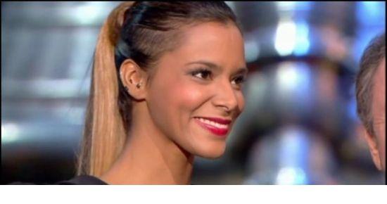 Une couleur quelque peu inhabituelle pour la chanteuse Tamara Marthe , alias Shy'm. Pensez-vous que le blond lui aille bien? #tamaramarthe #shuym #coiffure #hair
