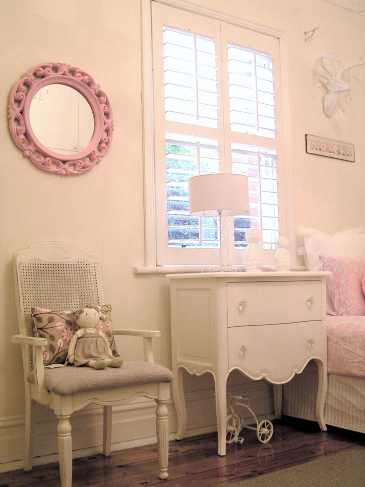 19 best images about girls french shabby chic bedroom on pinterest bunting banner wardrobes. Black Bedroom Furniture Sets. Home Design Ideas