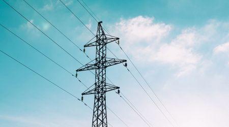 Elektrische spanning. Elektrische spanning is een basisbegrip uit de elektriciteitsleer. In dit artikel wordt beschreven wat dit verschijnsel is, hoe het wordt gedefinieerd en hoe u het kunt opwekken. Daarnaast komen begrippen aan de orde als emk, Weston-cel, Seebach-effect en piëzo-elektrisch effect.
