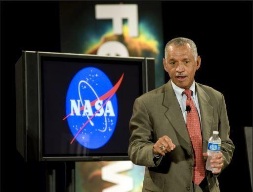 """ADMINISTRADOR DE LA NASA SUSPENDIDO DESPUÉS DE LAS DECLARACIONES DE """"INVASIÓN EXTRATERRESTRE INMINENTE"""" REALIZADA POR CHARLES BOLDEN. ¿Hizo Charles Bolden realmente declaraciones sobre unasupuest…"""