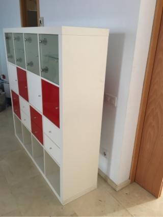 KALLAX 4x4, Estanteria, Alto Brillo Blanco Y Rojo Con Accesorios Puertas Y Cajones De Ikea